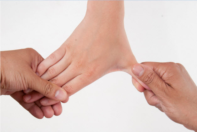 7 Best Acupressure Points for Hairline Fractures - Causes ...