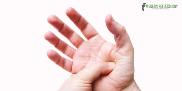 points d&#39;acupression pour le rein &quot;width =&quot; 600 &quot;height =&quot; 300 &quot;/&gt;</a></p><p></p><p>Aujourd&#39;hui, des millions de personnes souffrent d&#39;insuffisance rénale et il est regrettable que de nombreuses personnes courent un risque accru de contracter cette maladie, et la plupart n&#39;en ont aucune idée. Comme toutes les maladies, vous pouvez empêcher l'aggravation de la maladie rénale. Une détection précoce peut aider à prévenir la progression de la maladie rénale, conduisant à une insuffisance rénale progressive. L&#39;acupression pour un rein peut s&#39;avérer être une réponse aux maladies du rein. Vous pouvez l&#39;utiliser conjointement avec d&#39;autres pratiques holistiques connexes pour initier la guérison et la guérison.</p><h2> <strong>L&#39;importance du rein dans notre corps</strong></h2><p>Les reins jouent un rôle très important dans notre corps en éliminant les toxines. Ils nettoient votre sang et éliminent les déchets et l&#39;excès de liquide, tout en maintenant l&#39;équilibre du sel et des minéraux dans votre sang, en plus de maintenir le niveau de pression artérielle. À mesure que les reins sont endommagés, de plus en plus de déchets et de liquides s&#39;accumulent dans le corps. Cela entraîne divers problèmes de santé, tels que gonflement des chevilles, vomissements, troubles du sommeil, faiblesse et essoufflement.</p><div style=